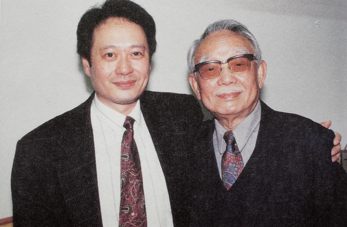 李安父親李昇影響他甚深,早年作品《推手》父親三部曲,角色的構想來自他自己的父親。翻攝《十年一覺電影夢》