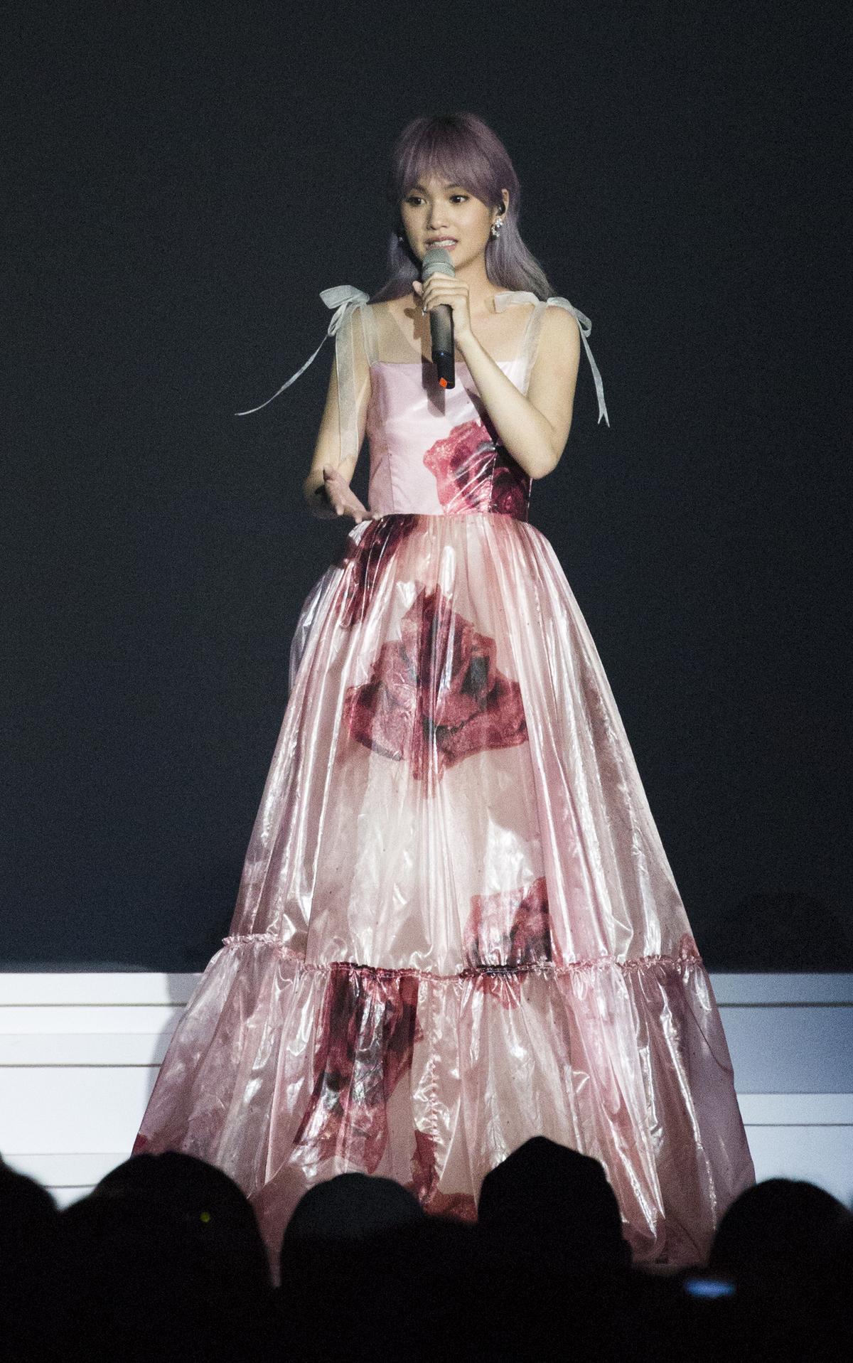 楊丞琳在演唱會上用抒情歌展現了歌唱實力。