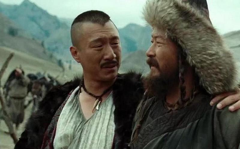 傳電影《鐵木真:開天闢地》男一被淺野忠信(右)搶走,孫紅雷(左)只能演配角,但他「邊演邊搶戲」,讓導演為他加戲。