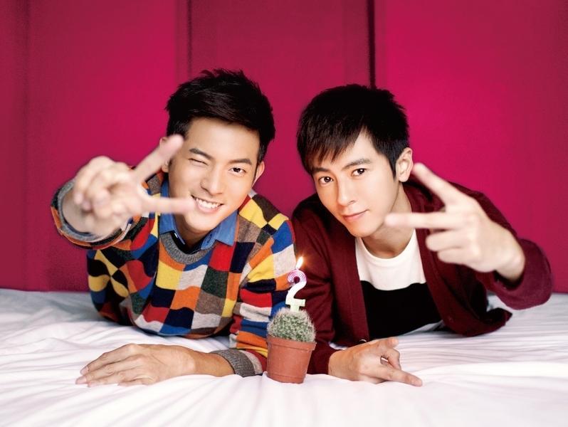 李國毅(右)接演《22K夢想高飛》搶攻一哥寶座,傳三立卻因為他有大頭症,找來宥勝(左)壓制他。