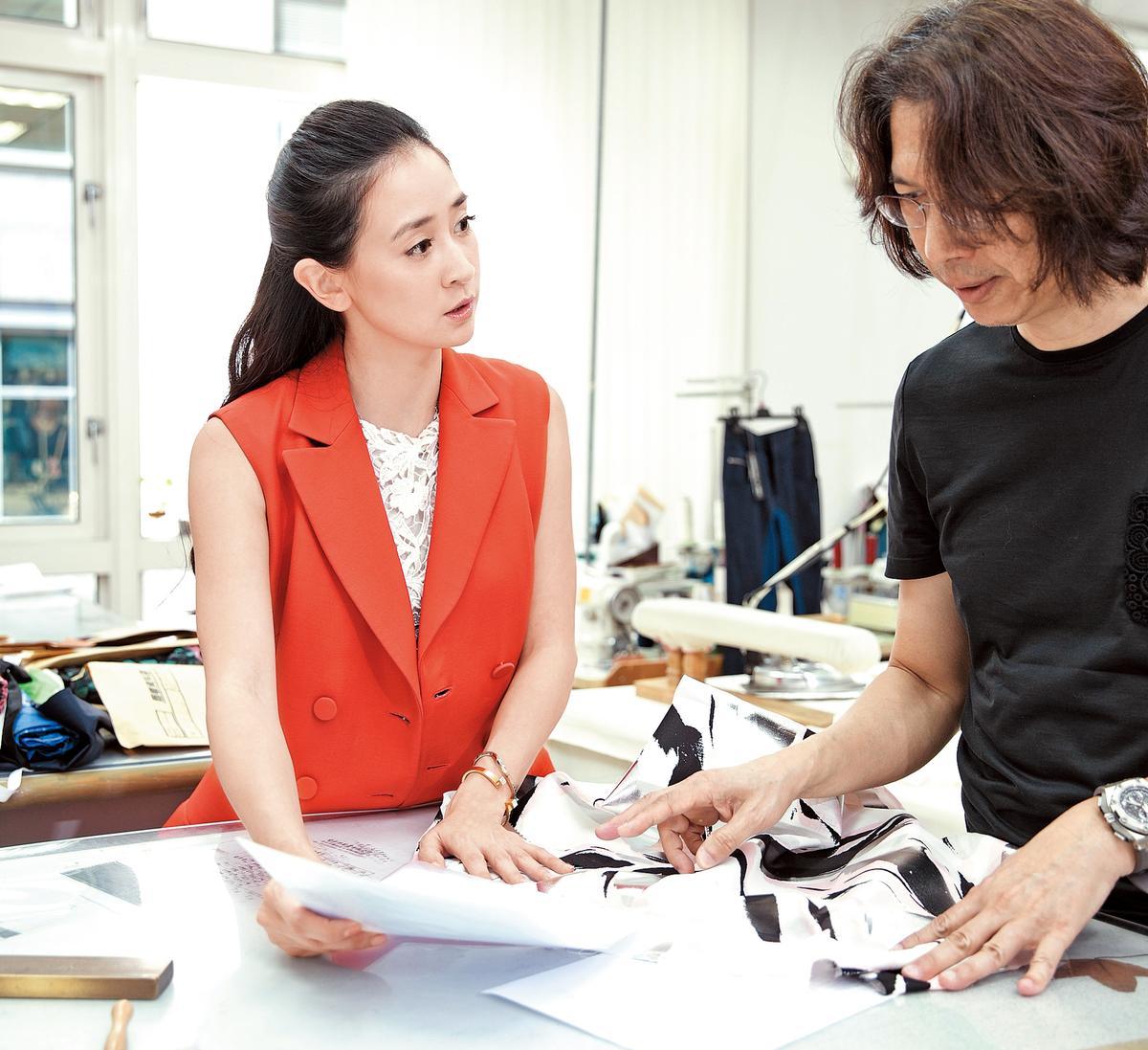 工作室中的學習與討論,是李晶晶每日的重點時光。