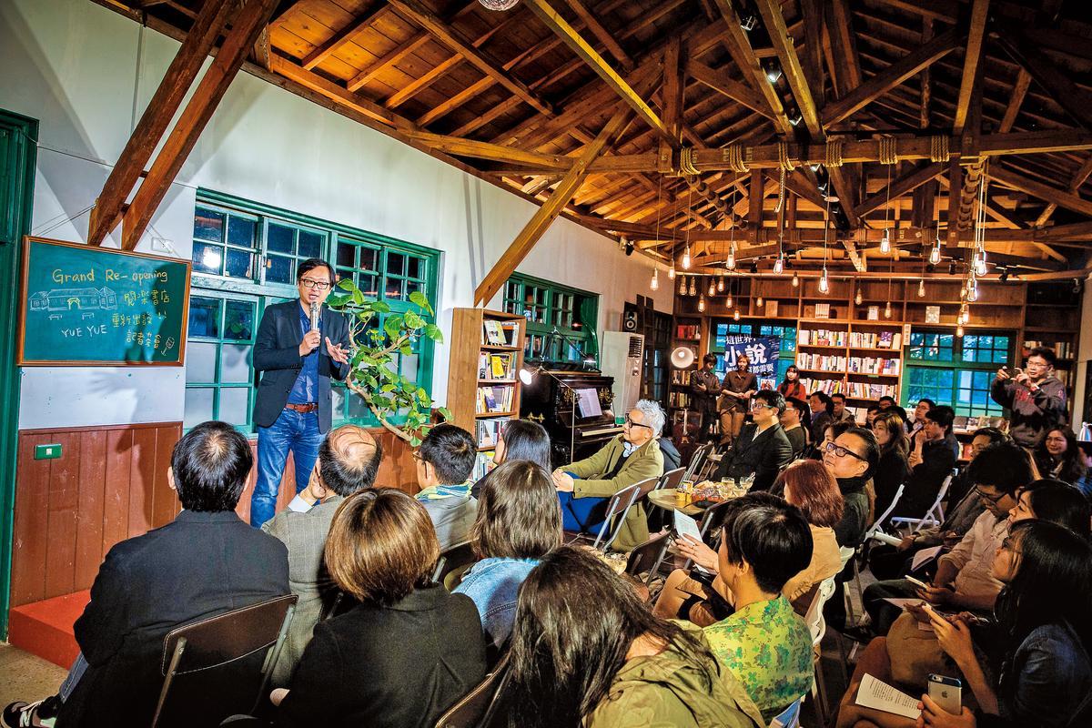 張鐵志擔任「閱樂書店」總顧問,定期舉辦主題沙龍,每週找專業人士主講,吸引不少死忠書迷。