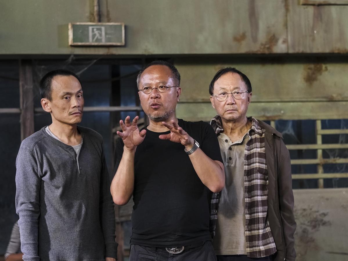 鍾孟宏(右)在電影中採用了不少導演,除了許冠文外,陳以文(左)也展現超強演技。