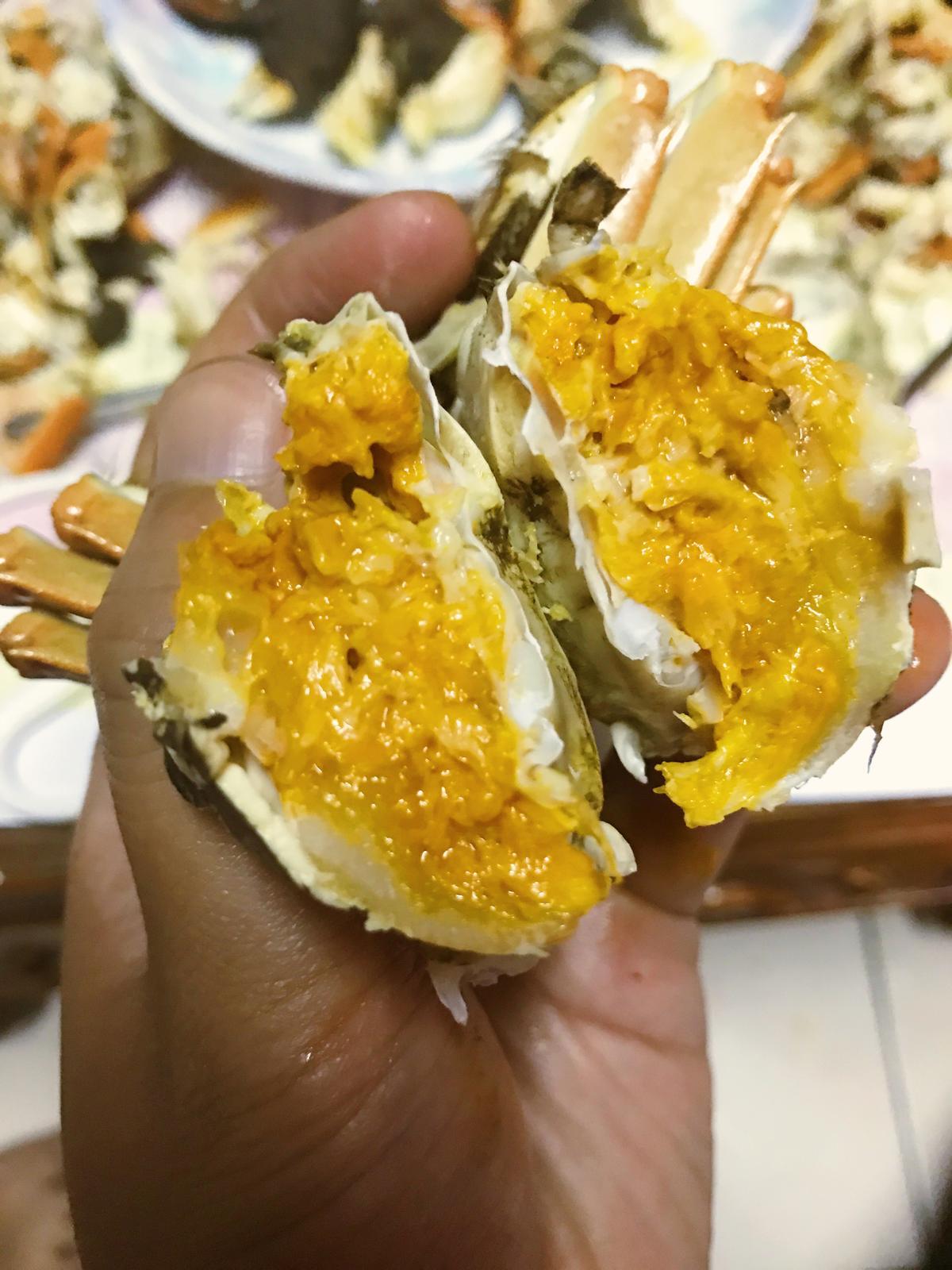 折開蟹身,膏黃仍呈半流動金沙狀。