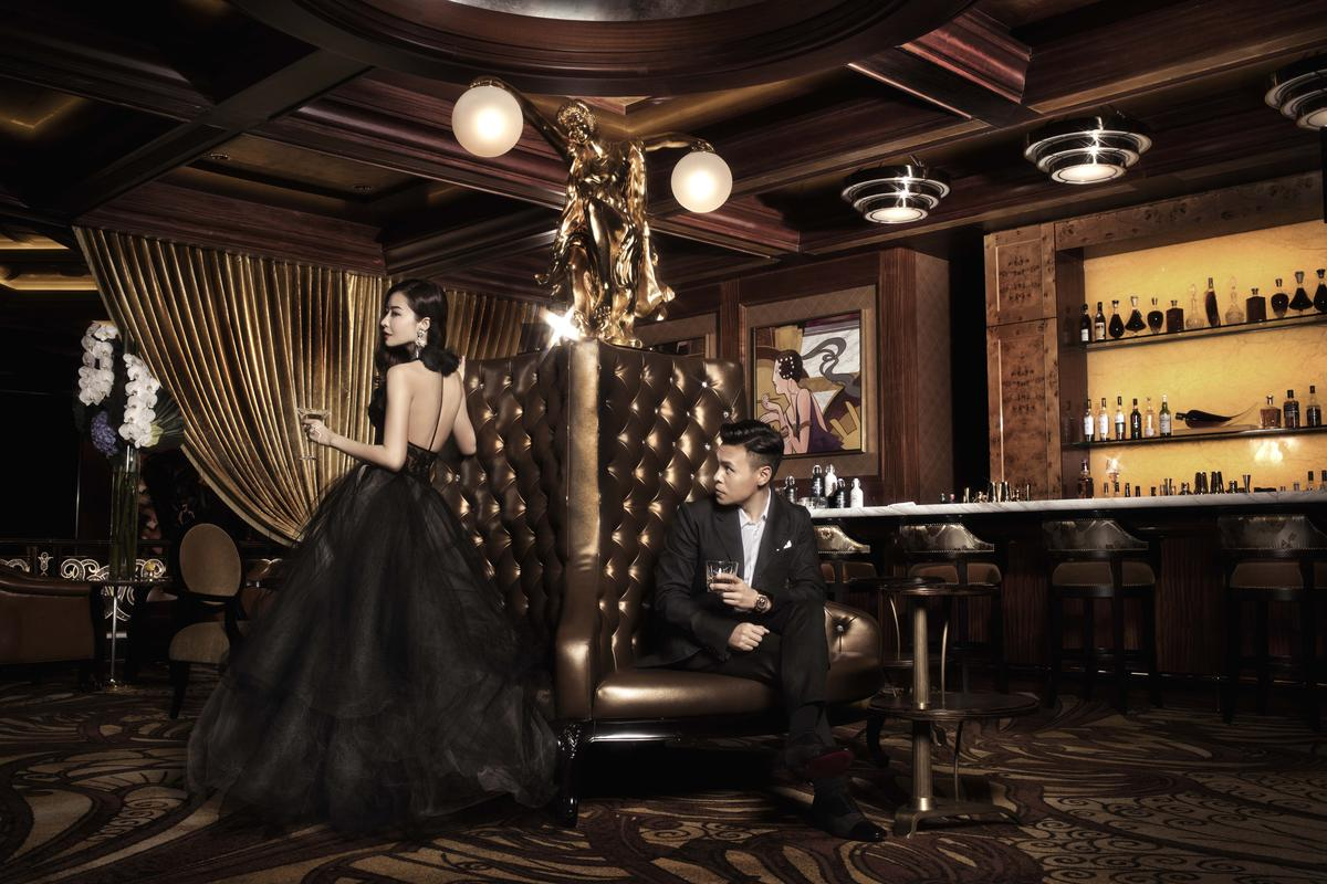 熊黛林嘗試黑色露背禮服,大玩神秘感。