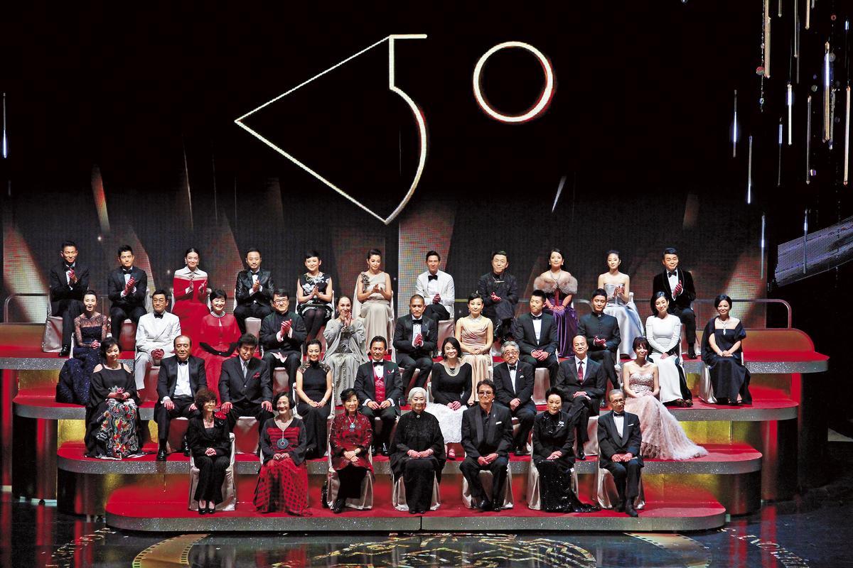 金馬50請來歷屆影帝影后登台,眾星雲集,並由張曼玉(上起二排左一)擔任大使。