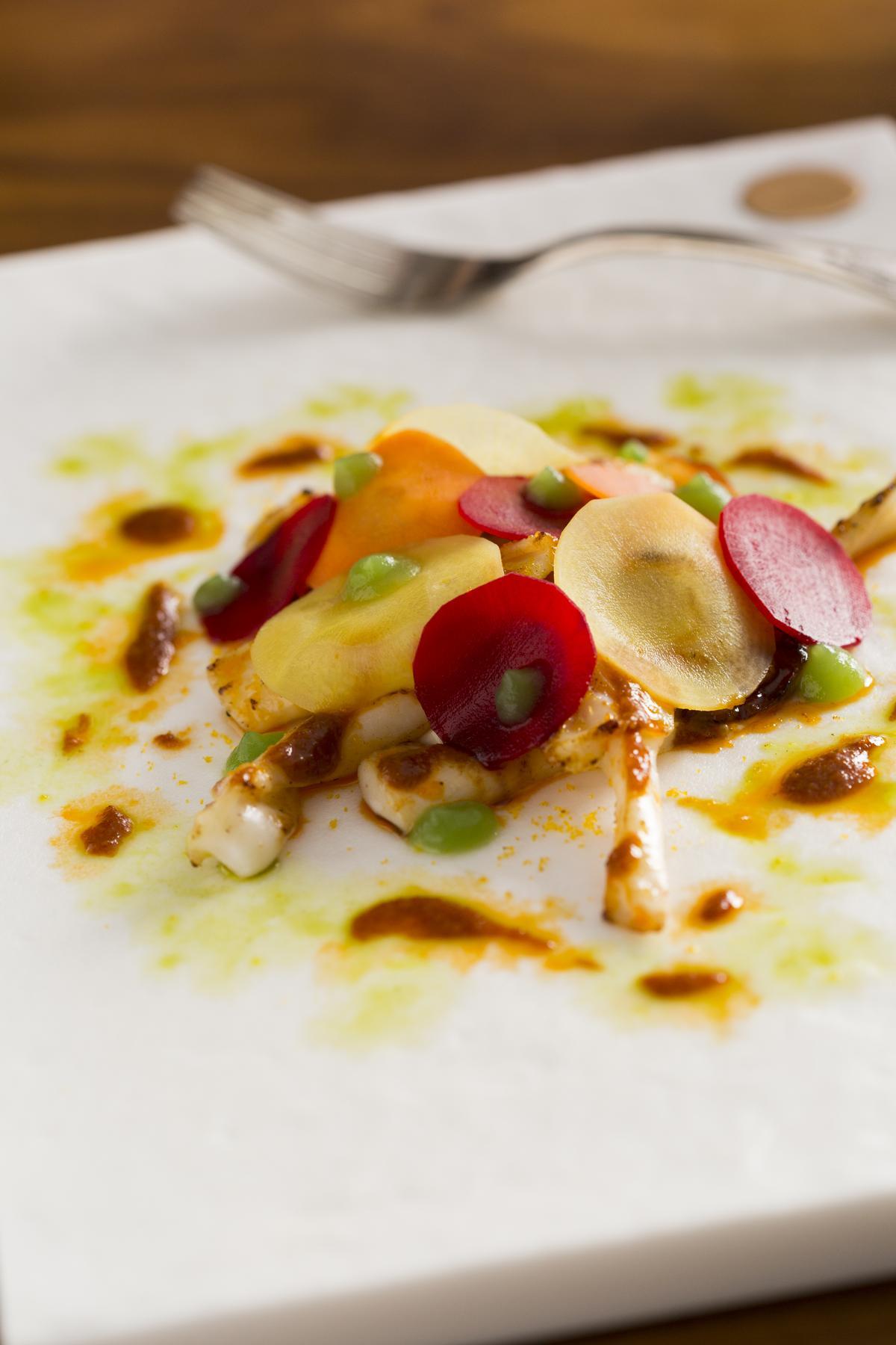 前菜「透抽」的海鮮滋味配著富有青草氣息的「霜降」入口,清爽宜人。(350元/份)