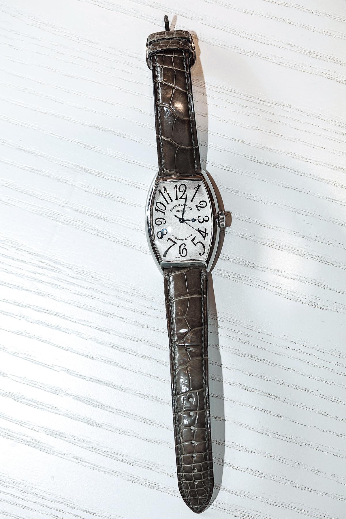 手錶,FRANCK MULLER酒桶錶。約NT$250,000