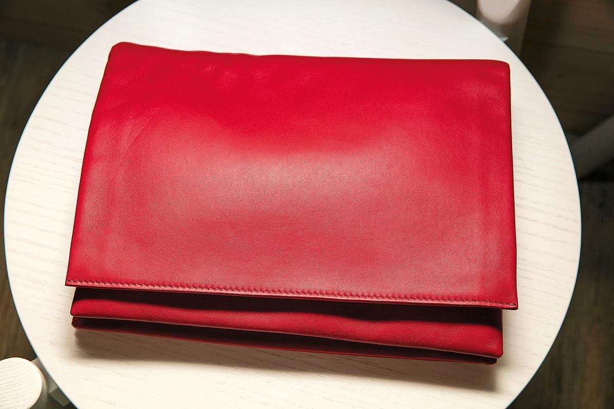 包款,CÉLINE Trio紅色手拿包,趁打折時購入。約NT$60,000