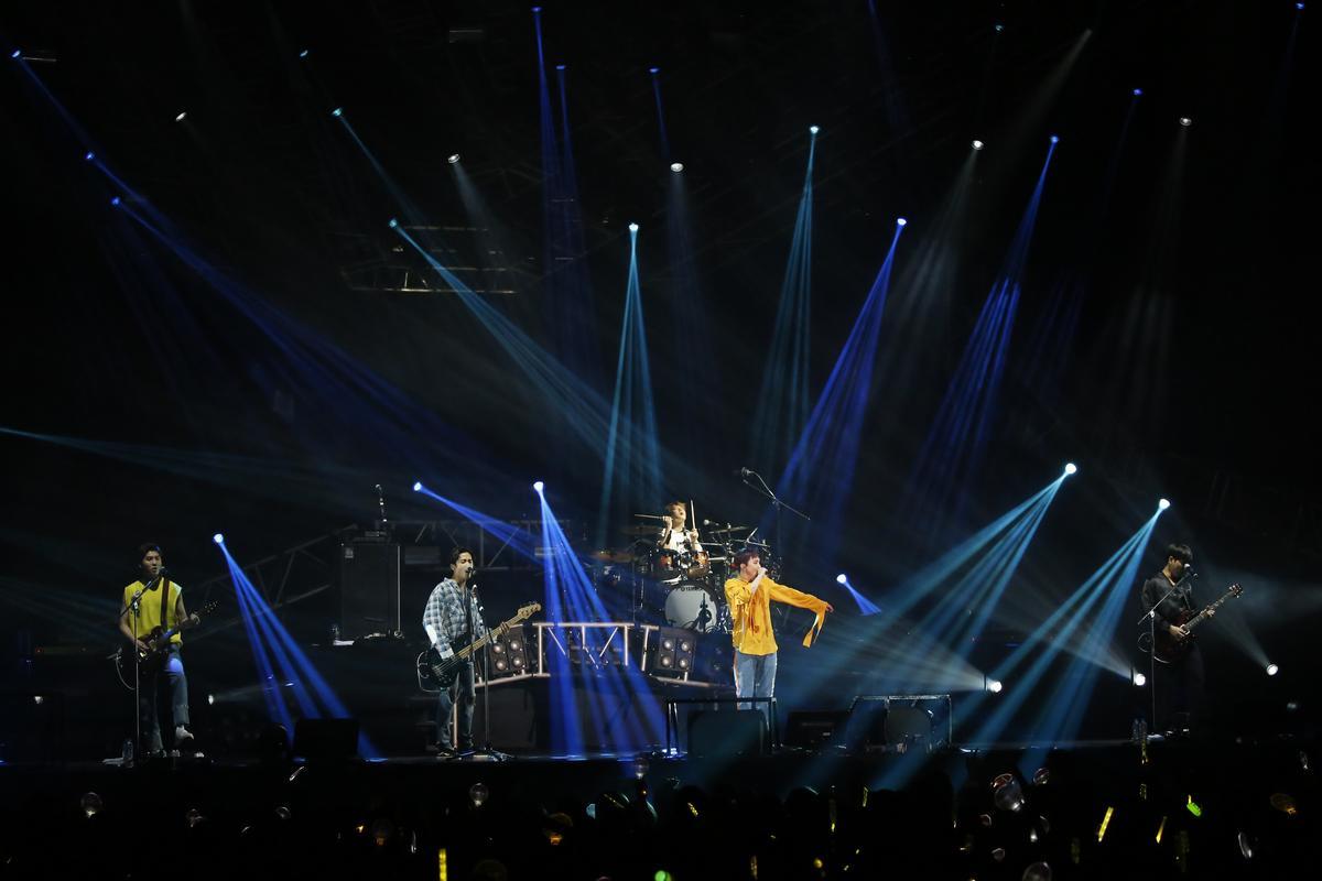 第7度造訪台灣,FTISLAND睽違1年8個月合體開唱,3500名粉絲嗨翻全場。