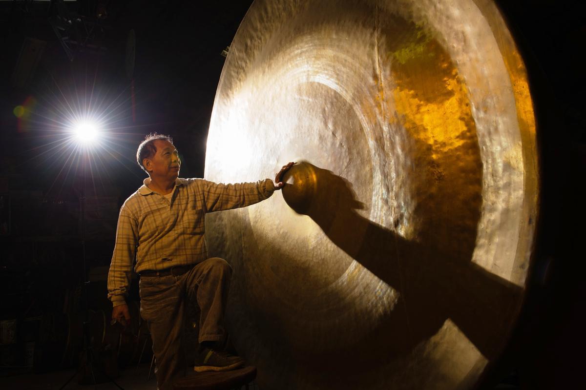 以林午師傅為名的鐵工廠出品的銅鑼,品質第一。在第二代林烈旗師傅手上發揚光大,獲國家薪傳獎。