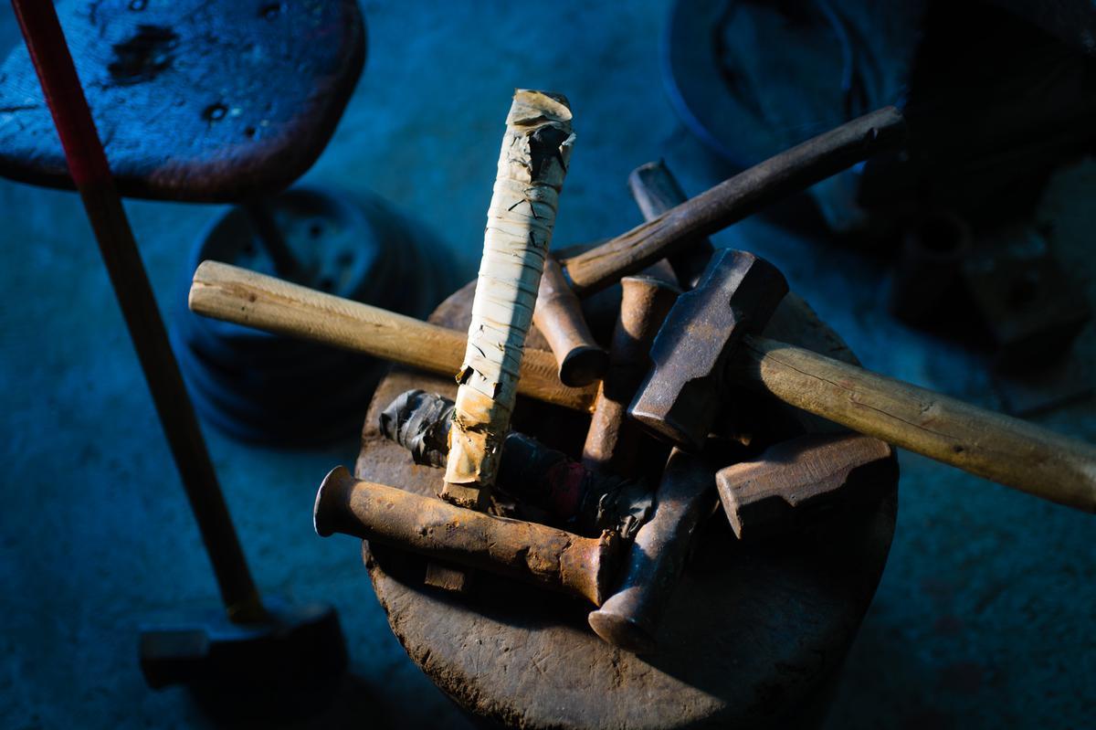 就是這幾支鐵鎚,敲出揚名世界的林午銅鑼。