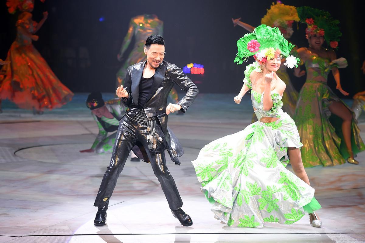 年屆55歲的歌神全場唱跳展現驚人體力。
