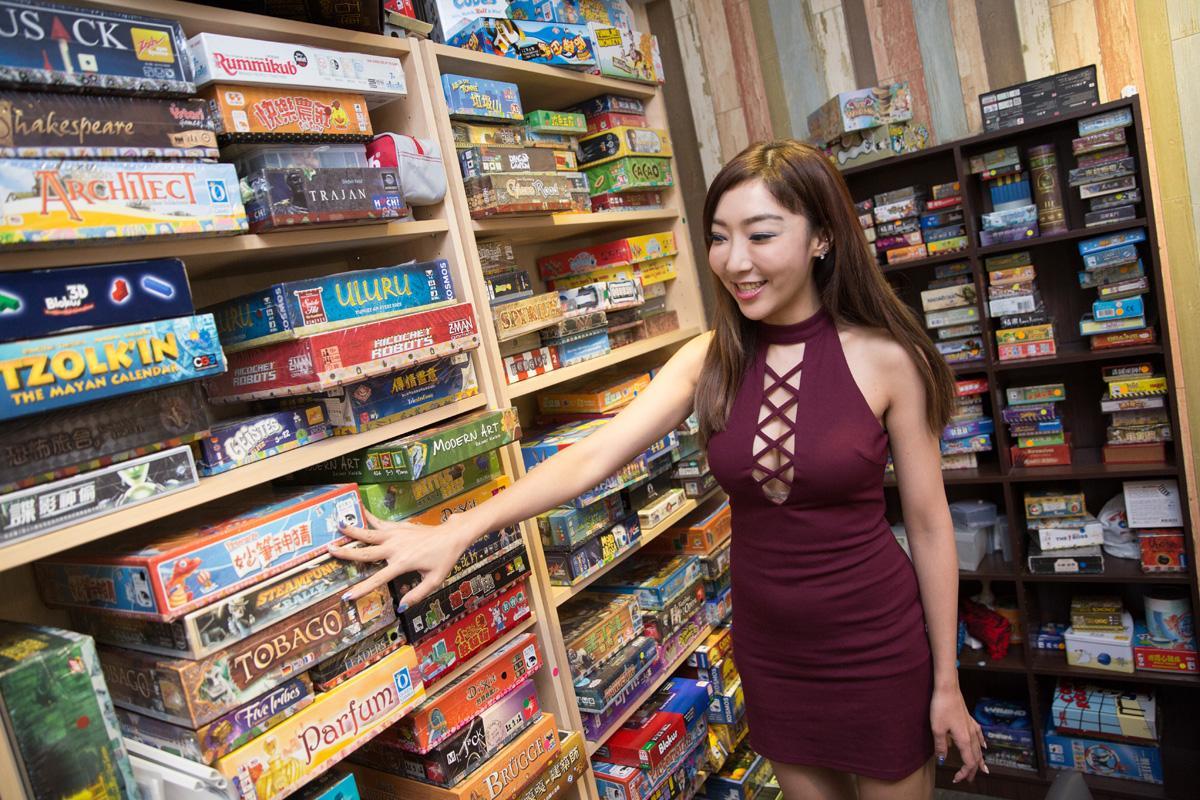 開店時,店內桌遊大部分都是從李宓家裡搬來的