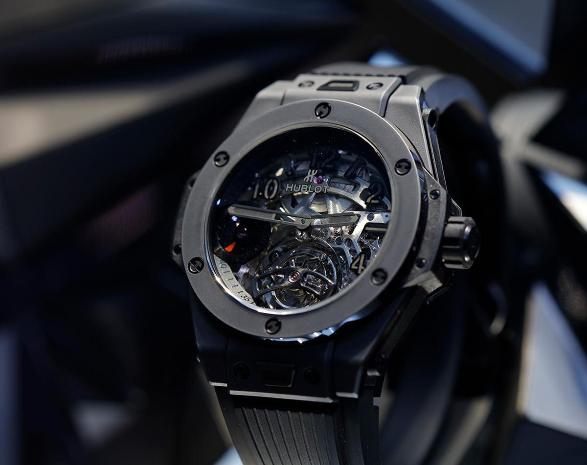 Big Bang Meca 10 All-Black,把之前的Meca 10改成陶瓷錶殼款式,定價NT$ 732,000。