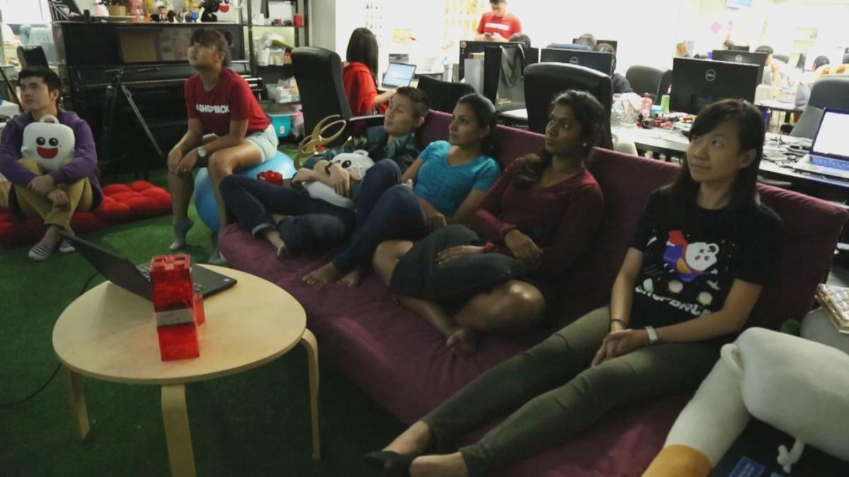 「ShopBack」提供試聽空間,晚上同事還可以聚在一起在看電影,增進員工感情,培養工作默契。