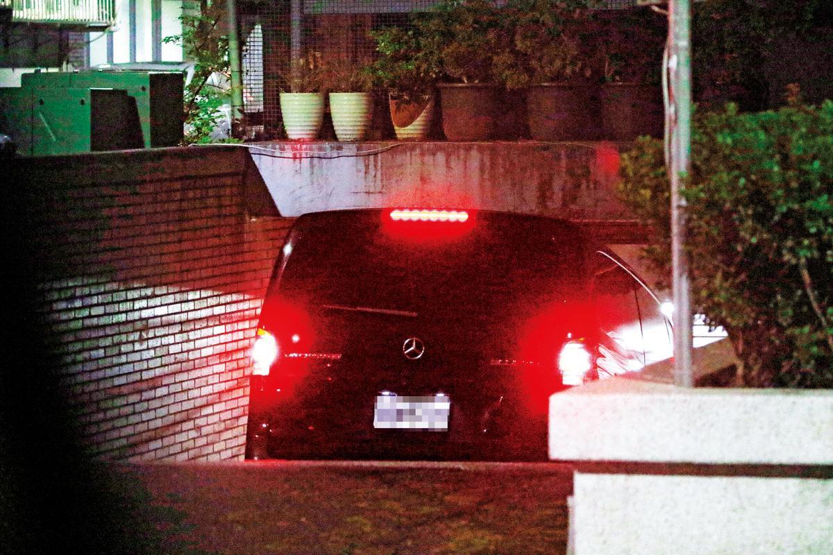 張韶涵和妹妹及Jenny最後搭乘廂型車一同返家。