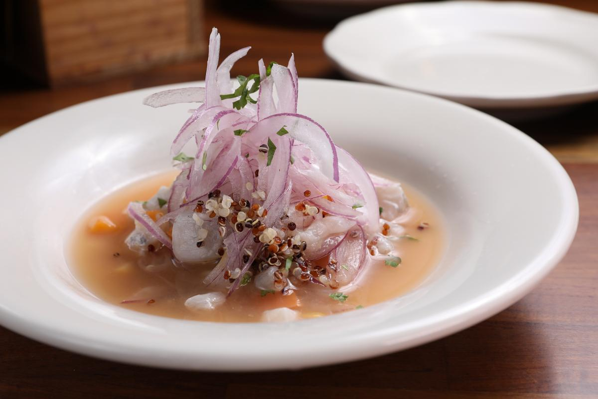 「Pico Pico」的「秘魯生漬海魚」以特調萊姆海鮮汁調味,酸味活潑明顯。(360元/份)