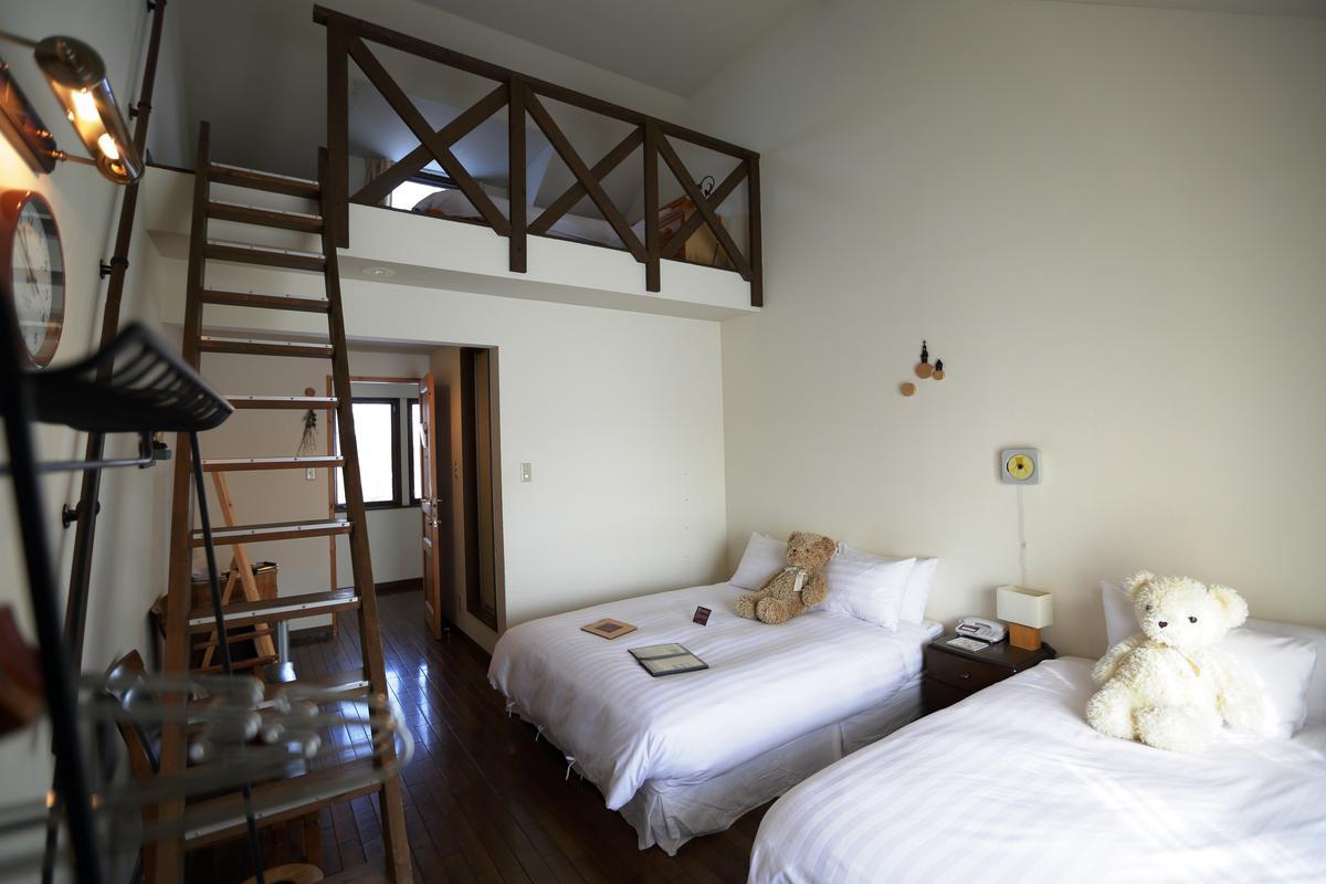 北海道緩慢的雙人房,格局是原屋主村山先生設計,現加入緩慢常見的抱熊可愛元素。