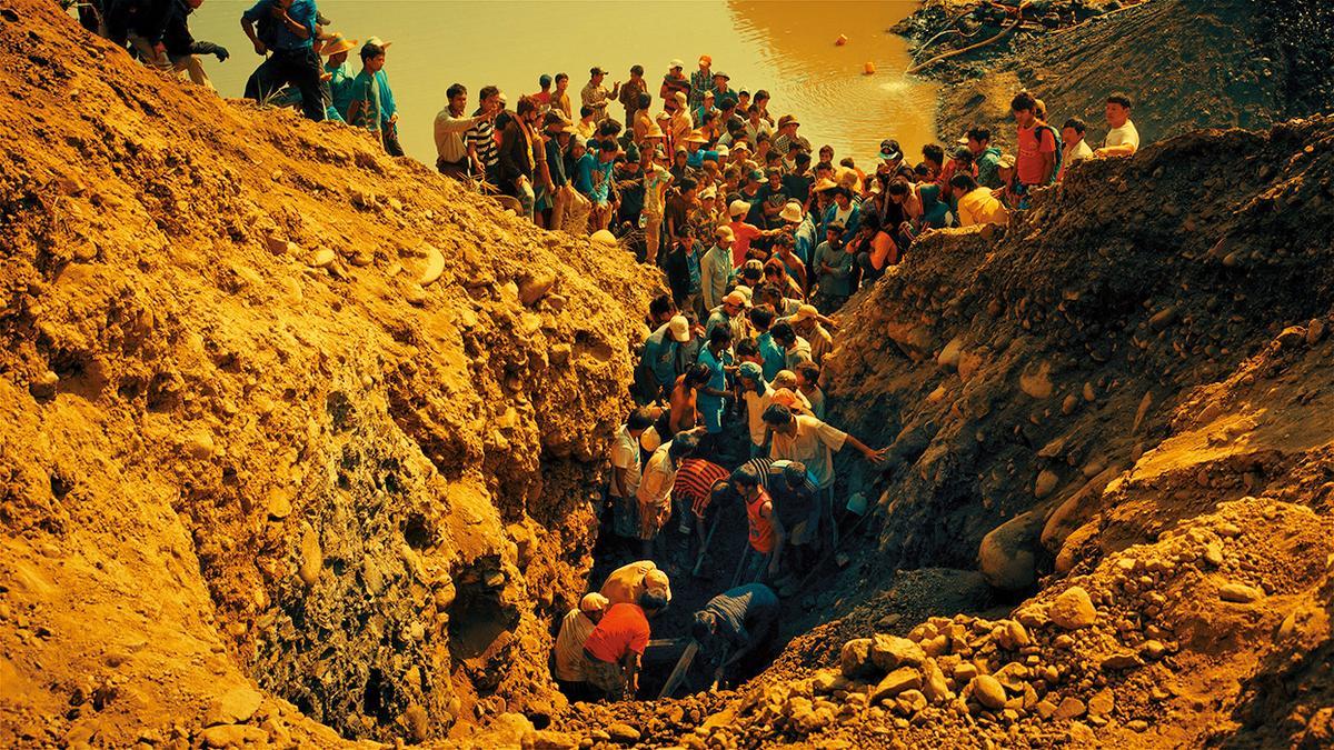 紀錄片《翡翠之城》,趙德胤回到緬甸拍攝挖玉石工人與哥哥的故事。(公視提供)