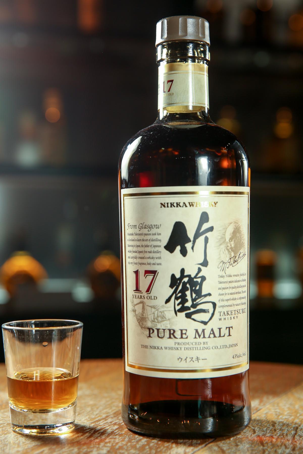 在威士忌博物館內的付費品酒區內,可以品嘗到竹鶴17年的濃厚順口的酒香。