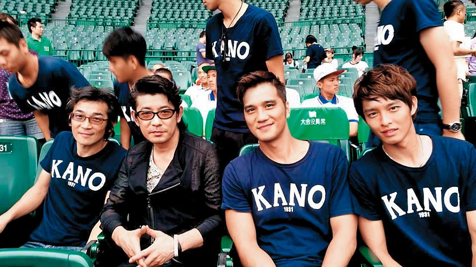 曹佑寧(右起)和馬志翔、永瀨正敏、魏德聖合作《KANO》,讓他一舉成名。(翻攝自永瀨正敏臉書)