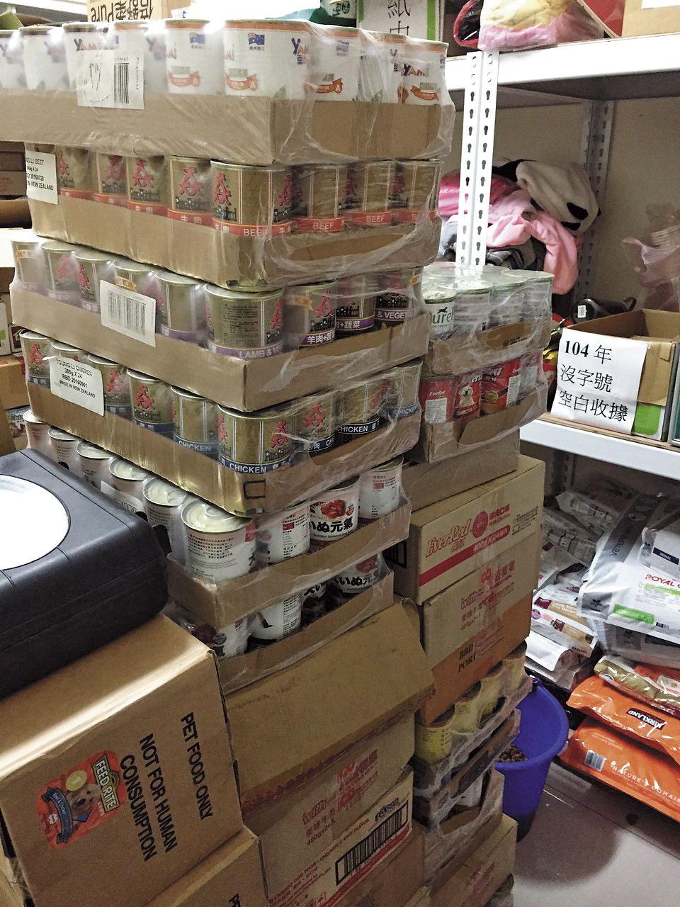 高雄市關懷流浪動物協會2013年支出明細表中所示品牌罐頭,出現1罐5,850元的高價,但市價不到40元。
