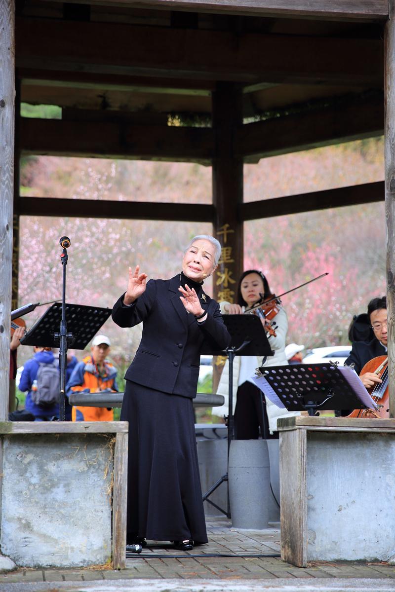 國寶級的歌仔戲曲家廖瓊枝今年受邀到武陵農場演出。