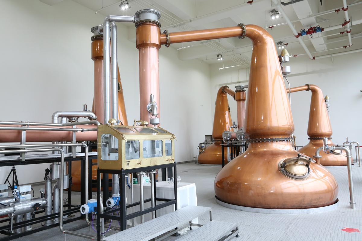 位於員山的噶瑪蘭第二蒸餾廠新購入5對純紅銅材質、手工製造組裝壺式蒸餾器,產能將大增。