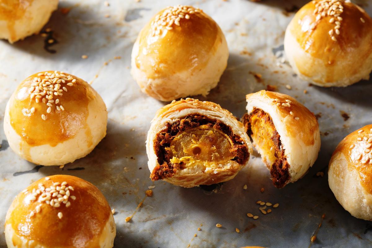 「牛肉蛋黃酥」以自家牛肉乾放入酥皮之中,皮酥餡香,也很適合過年當零食吃。