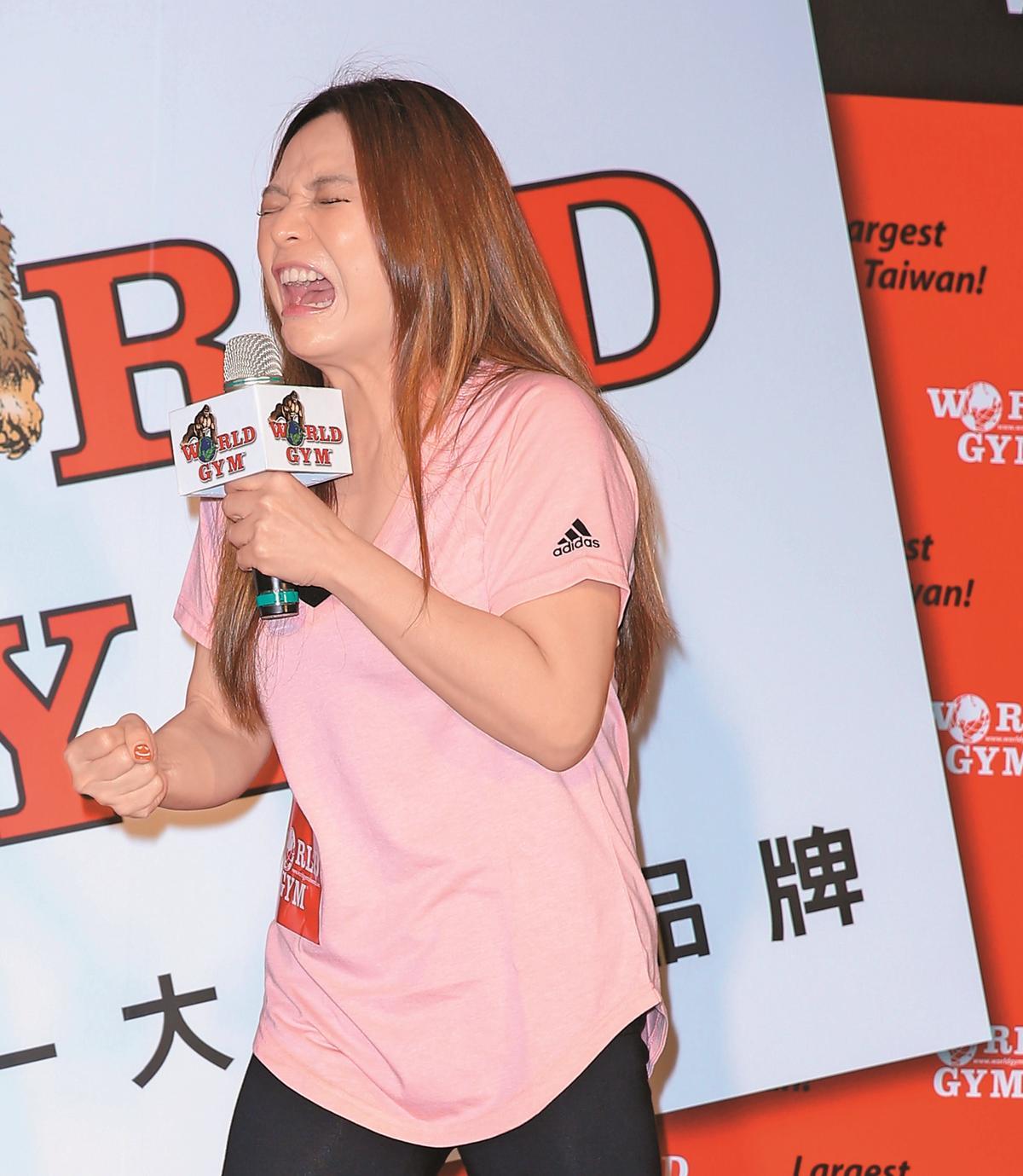 小甜甜出席World Gym健身品牌活動,不愧是諧星,她的表情總能為大家帶來歡笑。她之前曾經公開對KID表白。