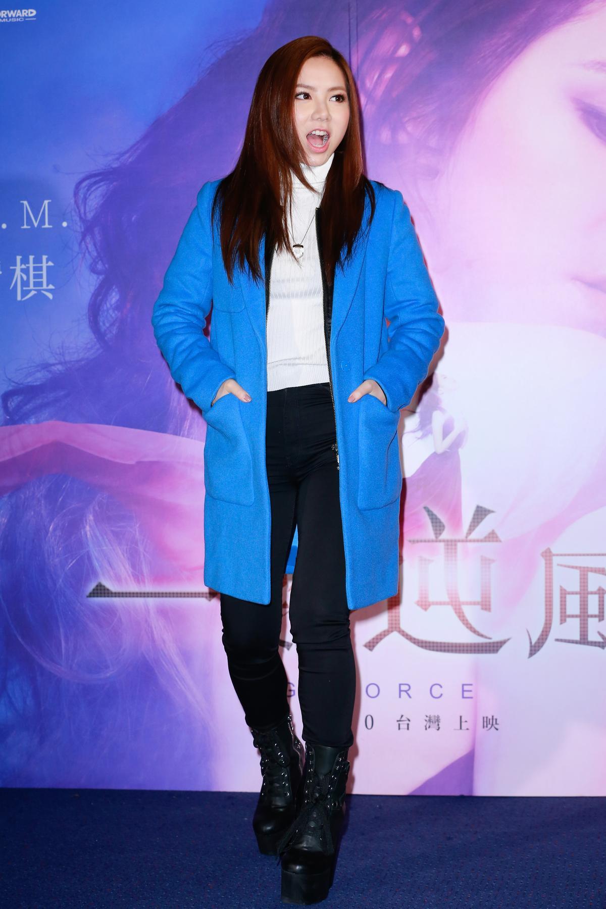 鄧紫棋來台灣的氣場強大,果真港式作風。看她之前罵林宥嘉罵成那副德性,果真人如其話,看來很不好惹。