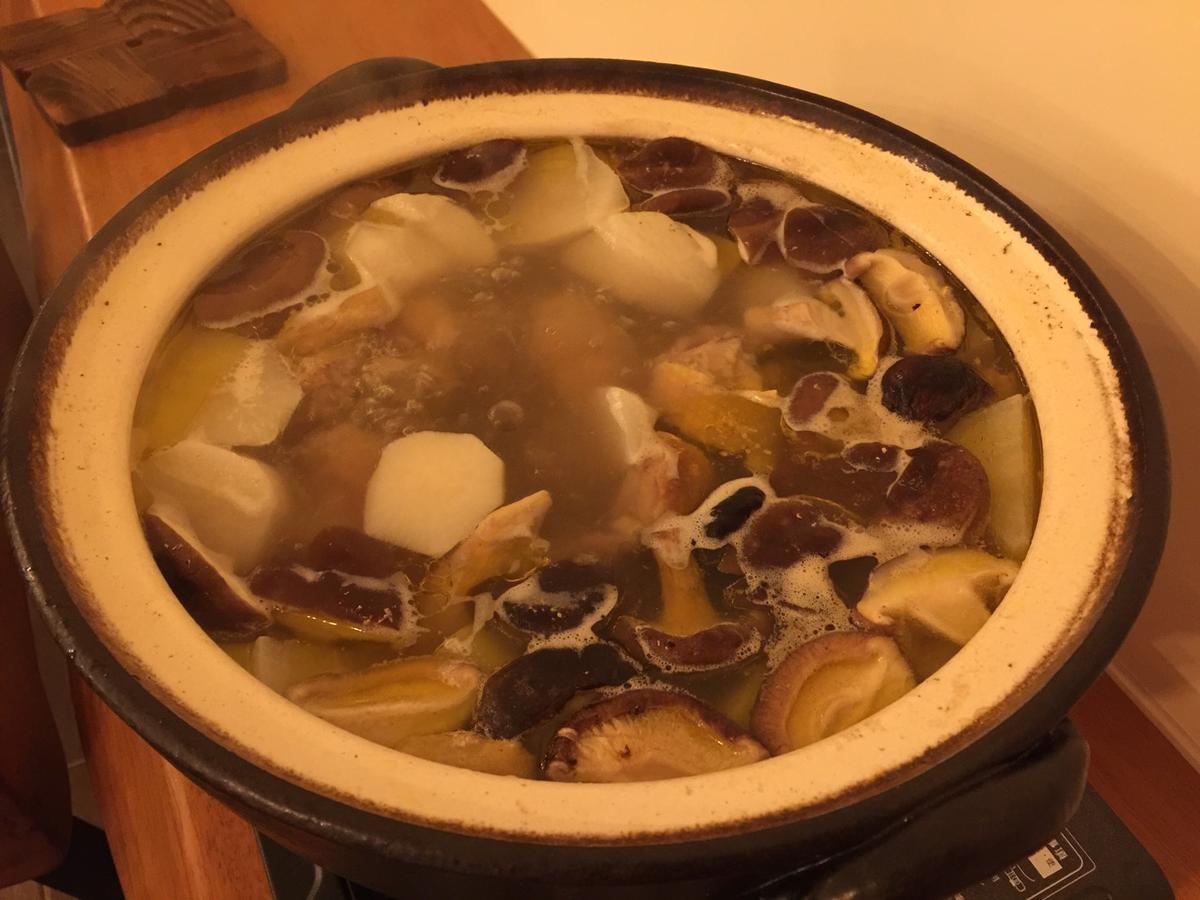 這一鍋香菇雞湯叫人欲罷不能。