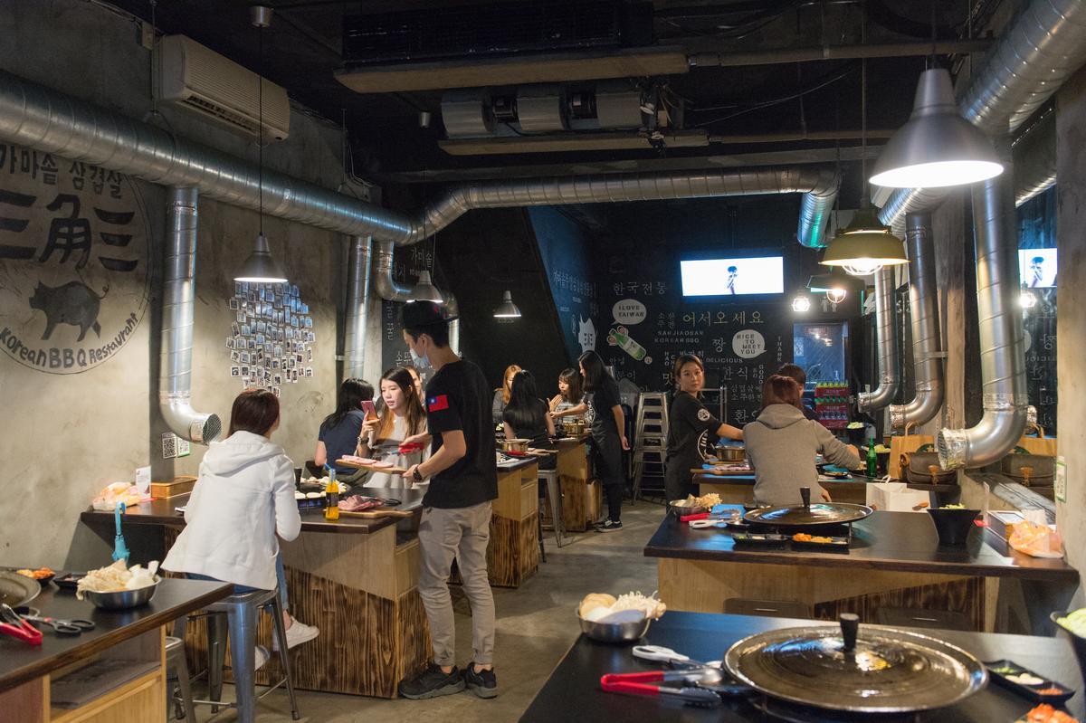 店內裝潢全由木浦大學美術系畢業的安惠璟一手設計。