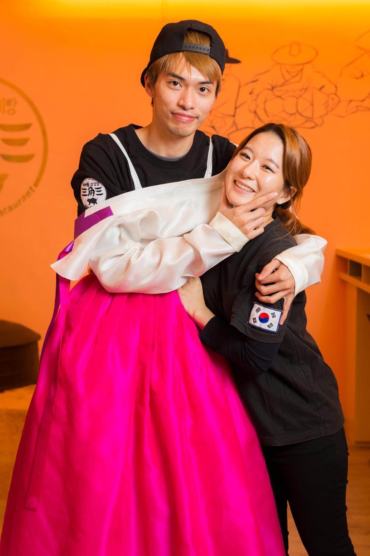 盧柏旭、安惠璟這對愛耍寶的台韓夫妻檔,不但賣燒肉,也賣韓式石頭火鍋。