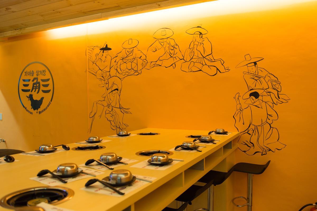 店內壁畫由韓國木浦大學美術系畢業的老闆娘安惠璟親手繪製。