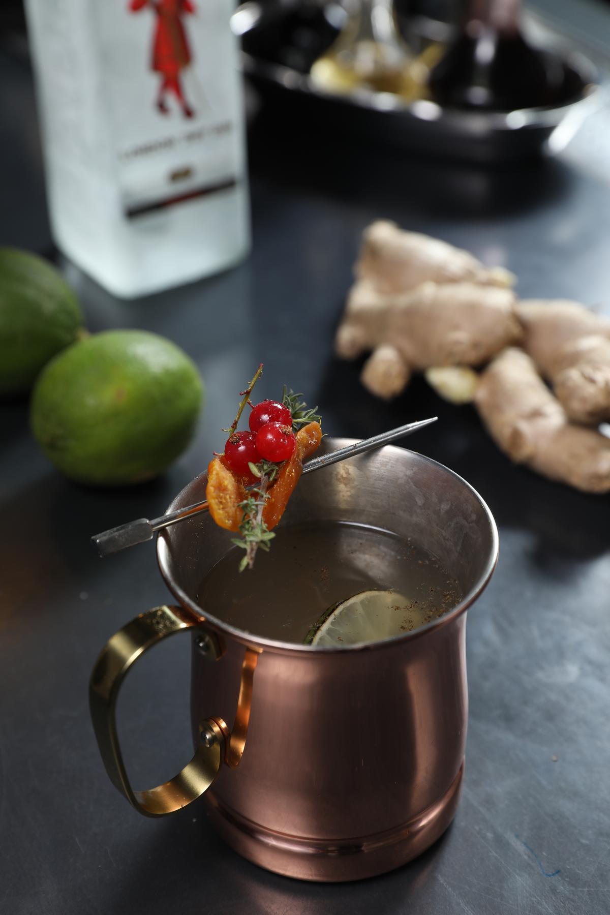 「Winter Mule」的配方簡單,香辛料和新鮮紅醋栗卻讓口感極為豐富。(400元/杯)