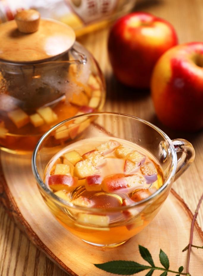 「水蜜桃蘋果茶」喝起來很酸甜清爽。(250元/杯)