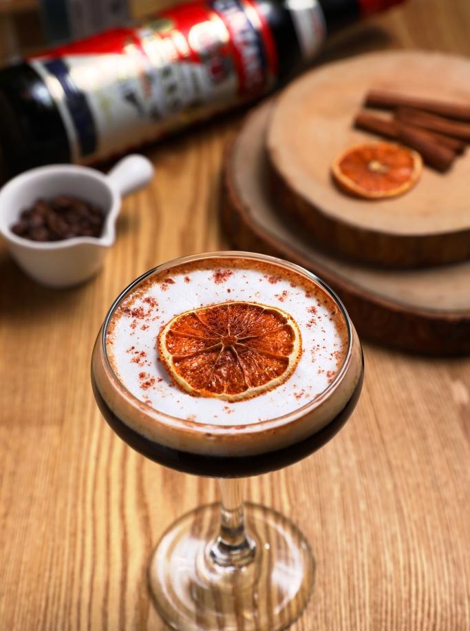 「龍舌蘭咖啡」在咖啡酸苦中有苦艾酒的藥草甜香,滋味很複雜。(250元/杯)