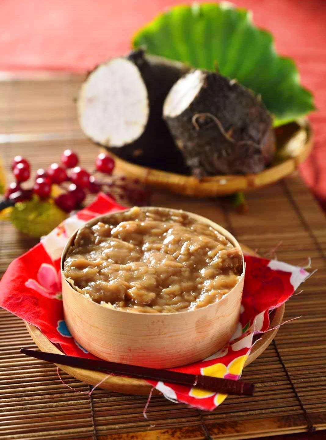 使用大甲芋頭製作芋頭年糕,還吃得到一絲絲的芋頭籤。(芋頭小年糕,120元/300克,唐翊甄提供)
