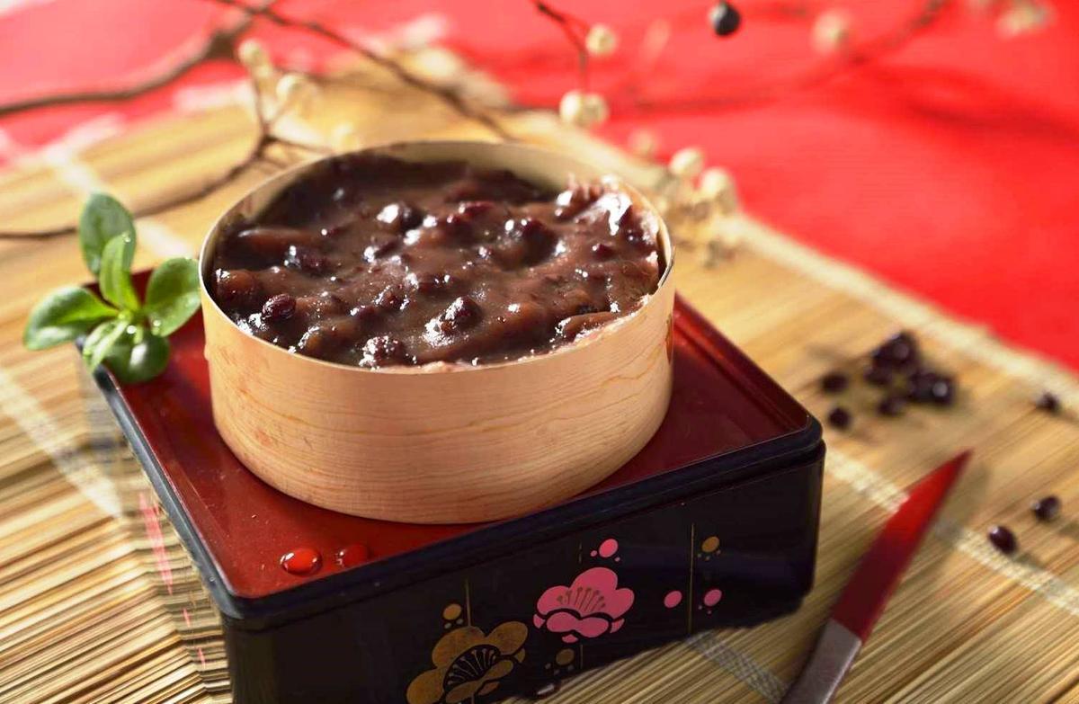 紅豆年糕裡,還吃得到萬丹紅豆的軟綿顆粒。(紅豆小年糕,120元/300克,唐翊甄提供)