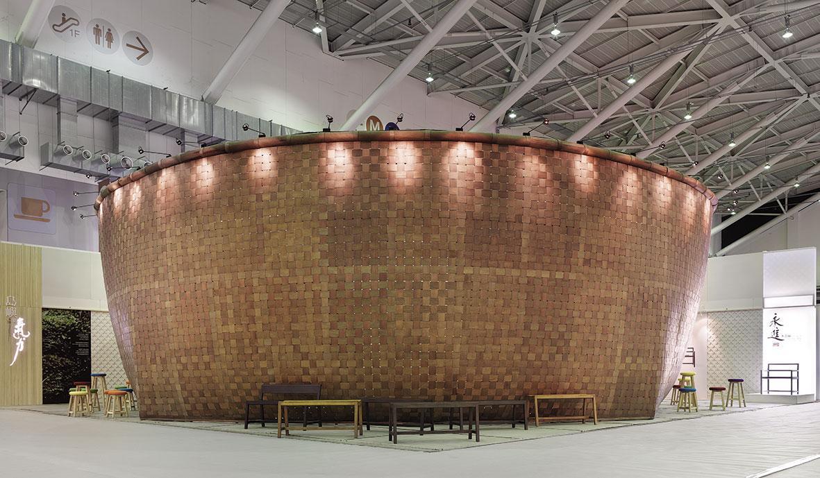 1990年,拿下IKEA訂單,同時積極參展,將台灣農業社會用的提籃,放大成5米高的攤位。