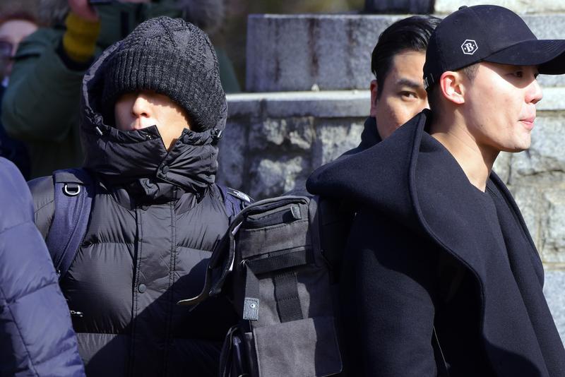 BIGBANG成員T.O.P與JYJ成員金俊秀於9日同天入伍