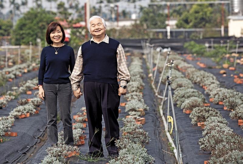 柏諦集團總裁李志誠(右)與妻子林瓊婉白手起家,推出系列中草藥保養、保健品,打造年營業額25億元事業版圖。