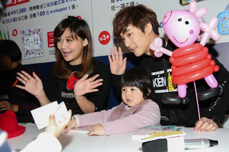 「那對夫妻」的成員,Nico(左起)、妮妮、Kim。