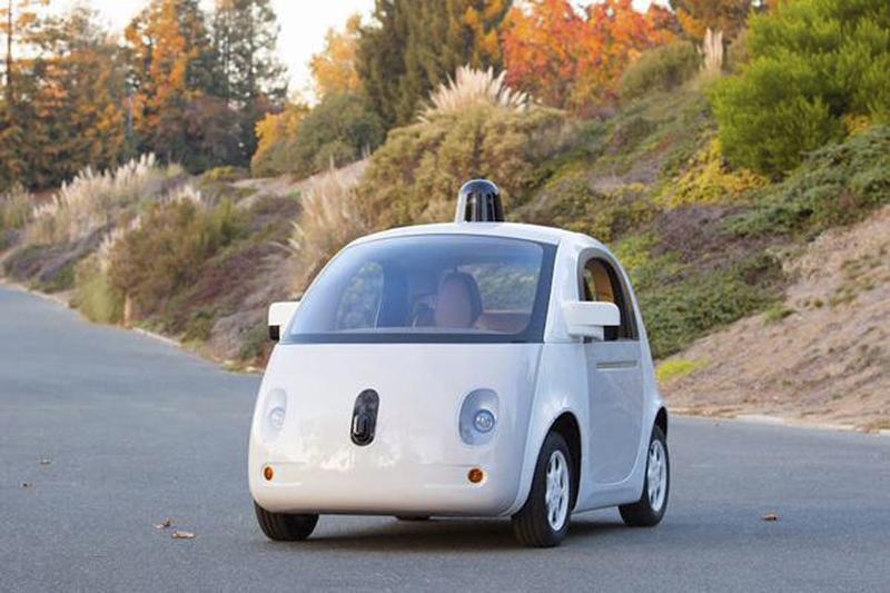 Google在2014年底12月23日消息推出首輛完整的全自動無人駕駛汽車樣車,並開始在加州上路試驗。