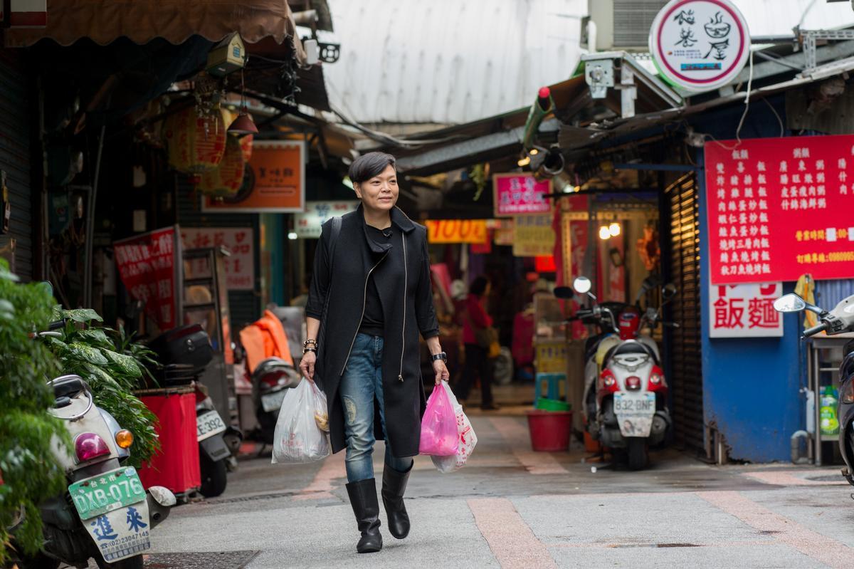 李姝慧外型新潮時髦,卻特愛鑽進傳統市場裡尋好貨。
