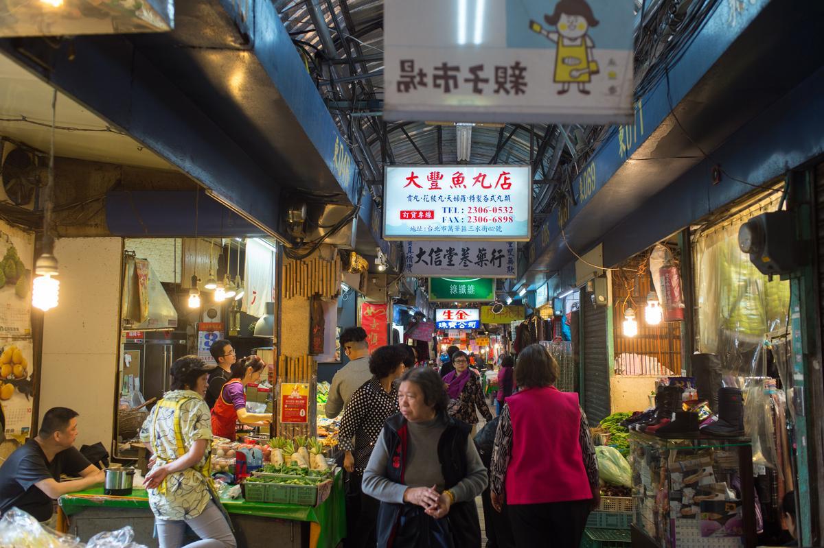 東三水街市場雖是早市,但約十點左右才開始熱絡。