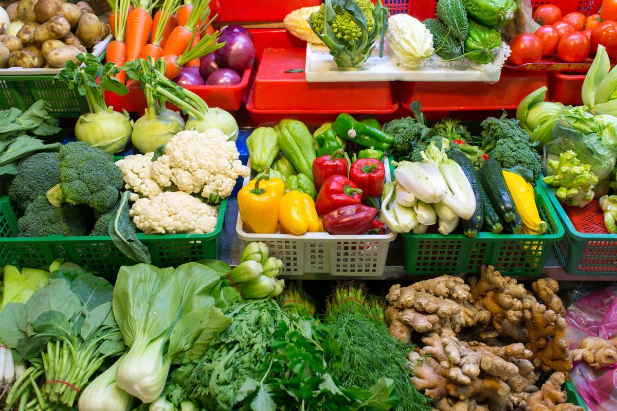 修整得光鮮亮麗、嬌豔欲滴的蔬菜,看了就想買。
