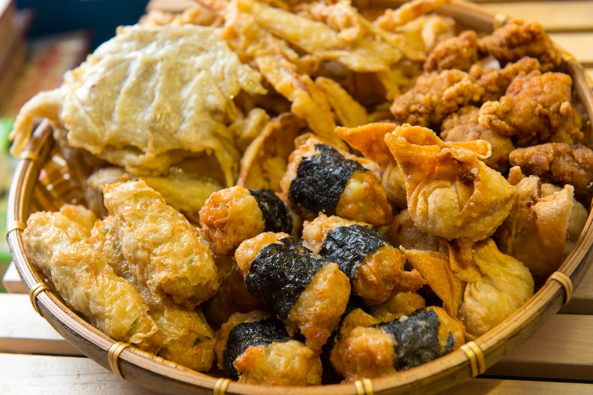 海苔丸、炸餛飩、炸牛蒡、排骨酥、牛蒡甜不辣等料好實在,特別受歡迎。(炸物250元/斤,甜不辣類120元/斤)